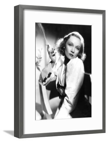 Ange Angel De Ernstlubitsch Avec Marlene Dietrich 1937--Framed Art Print