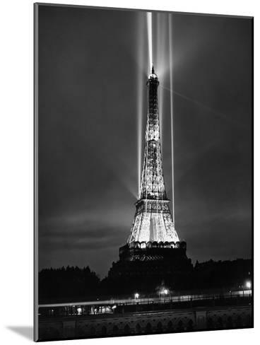 World Fair in Paris, 1937 : Illumination of the Eiffel Tower by Night--Mounted Photo