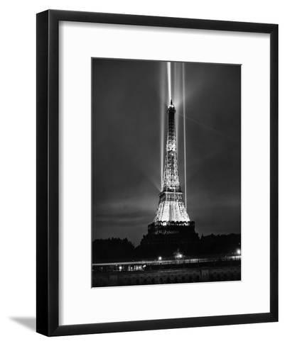 World Fair in Paris, 1937 : Illumination of the Eiffel Tower by Night--Framed Art Print