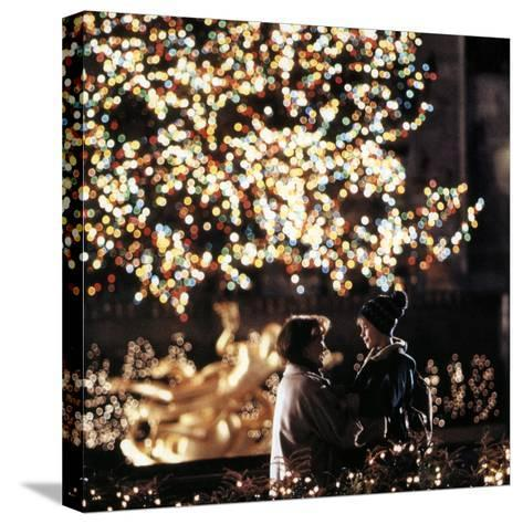 Home Alone 2: Lost in New York by Chris Columbus with Catherine O'Hara, Macaulay Culkin, 1992--Stretched Canvas Print