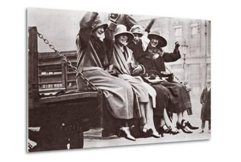 A Twopenny Tailboard Trip, May 1926-English Photographer-Metal Print