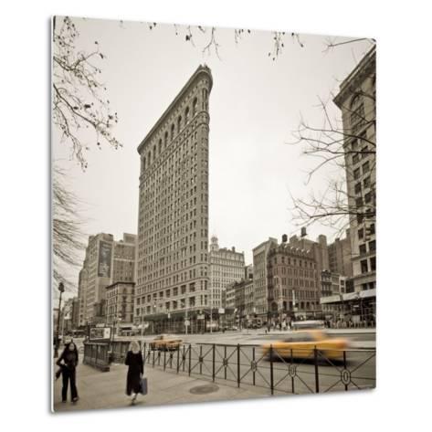 Flatiron Building, Fifth Avenue and Broadway, New York City, USA-Alan Copson-Metal Print