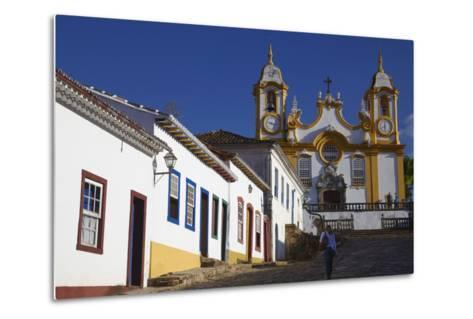 Colonial Houses and Matriz de Santo Antonio Church, Tiradentes, Minas Gerais, Brazil, South America-Ian Trower-Metal Print