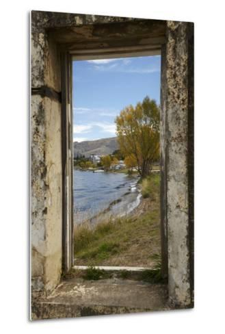 Old Building, Lake Dunstan, Cromwell, Central Otago, South Island, New Zealand-David Wall-Metal Print