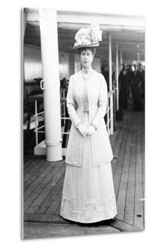 Queen Mary on Board the H.M.S. Medina, 1911--Metal Print