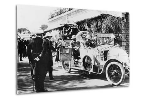 King George V and Queen Mary Leaving Nagpur Station for the Sitabuldi Fort, 1911--Metal Print