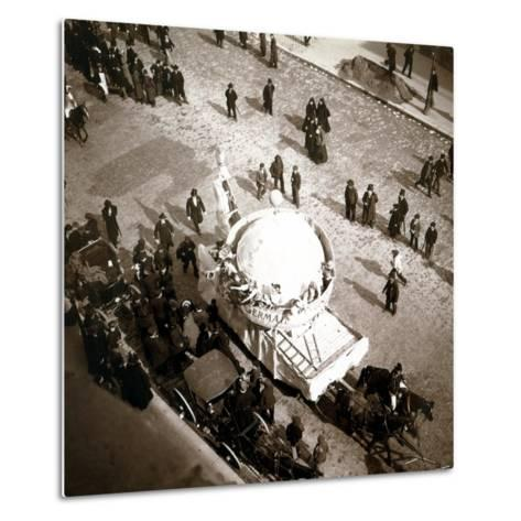 The Arrival of Carriages at the Exposition Universelle, Paris, 1900--Metal Print