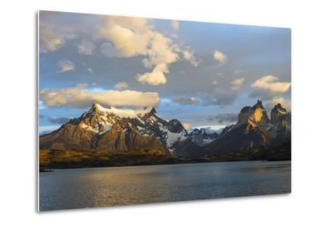 Sunrise over Cuernos Del Paine and Lago Pehoe-G & M Therin-Weise-Metal Print