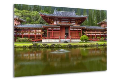 Byodo-In Buddhist Temple, Kaneohe, Oahu, Hawaii, USA-Charles Crust-Metal Print