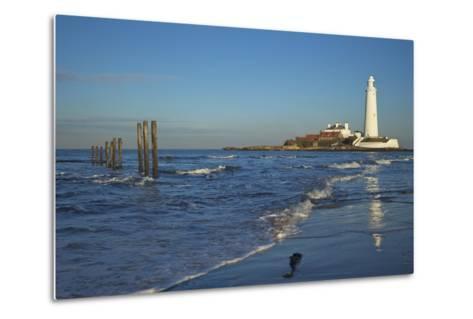 St. Marys Lighthouse, Whitley Bay, North Tyneside, Tyne and Wear, England, United Kingdom, Europe-Peter Barritt-Metal Print