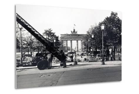 The Berlin Wall, under Construction in August 1961--Metal Print