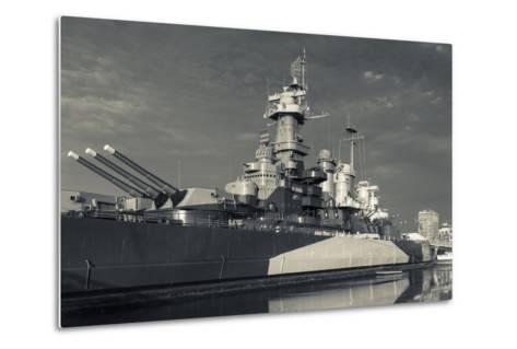 North Carolina, Wilmington, Battleship Uss North Carolina-Walter Bibikow-Metal Print