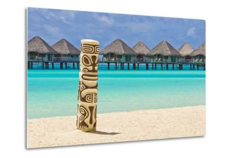 A Tiki Totem Pole on the Beach at the Le Meridien Resort-Mike Theiss-Metal Print