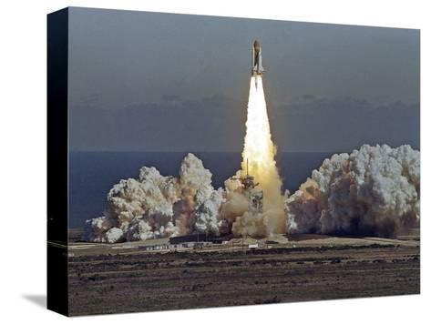 Space Shuttle Challenger 1986-Thom Baur-Stretched Canvas Print