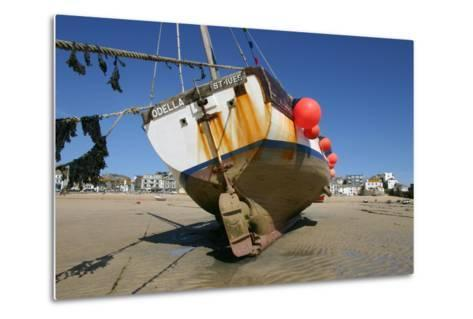 Fishing Boat in the Harbour at Low Tide, St Ives, Cornwall-Peter Thompson-Metal Print