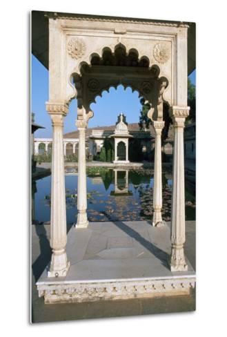 Jag Mandir, Udaipur, Rajasthan, India-Vivienne Sharp-Metal Print