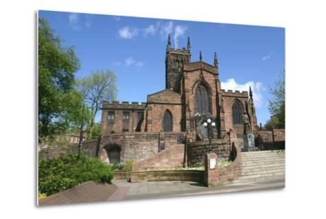 Lady Wulfrun Statue and St Peters Church, Wolverhampton, West Midlands-Peter Thompson-Metal Print