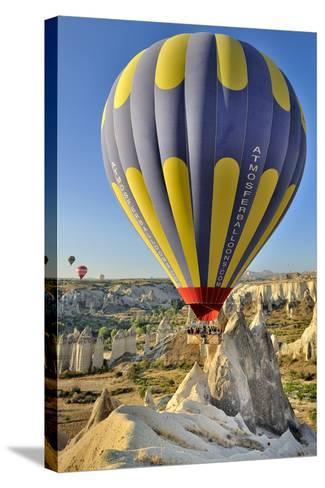 Turchia, Cappadocia, Goreme Voli in Mongolfiera-frenk58-Stretched Canvas Print