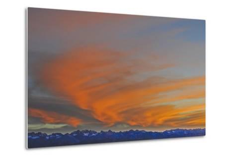 Sunset over the Palisade Region of the Eastern Sierra Nevada, Above the Owens Valley-Gordon Wiltsie-Metal Print