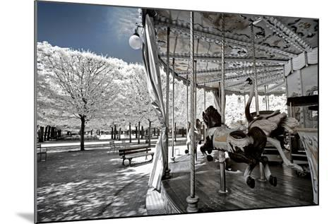 Another Look - Paris-Philippe Hugonnard-Mounted Photographic Print