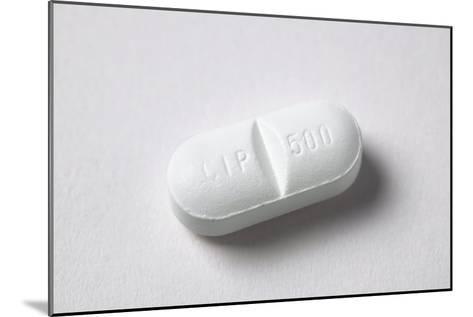 Ciprofloxacin Antibiotic Pill-Colin Cuthbert-Mounted Photographic Print