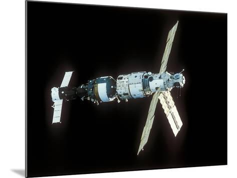 Mir Space Station-Ria Novosti-Mounted Photographic Print
