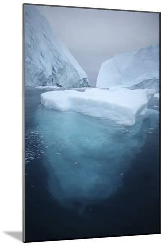 Iceberg-Robbie Shone-Mounted Photographic Print