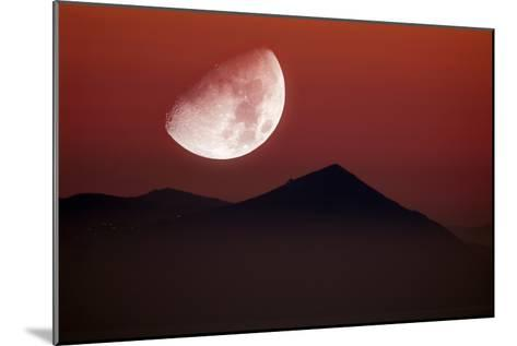 Setting Moon-Detlev Van Ravenswaay-Mounted Photographic Print