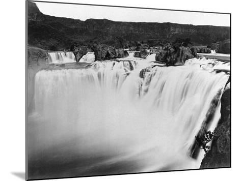 Snake River Thunders Over Shoshone Falls--Mounted Photographic Print