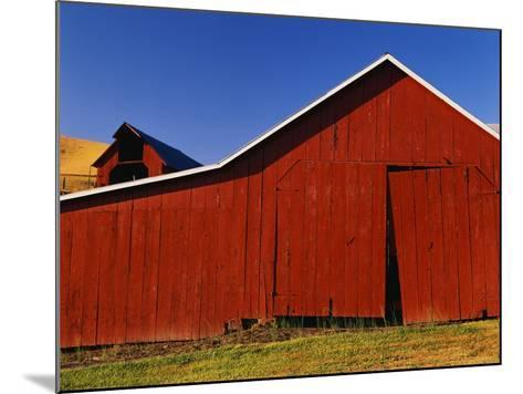 Red Barns-Stuart Westmorland-Mounted Photographic Print