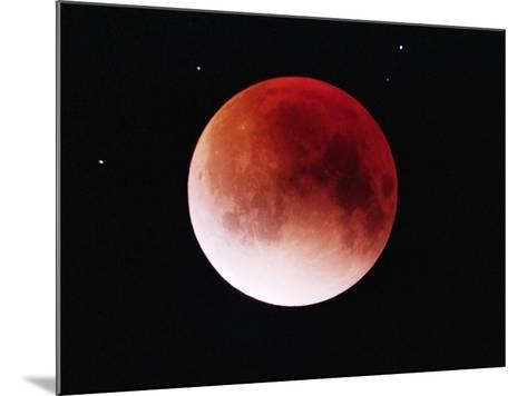 Lunar Eclipse-Roger Ressmeyer-Mounted Photographic Print