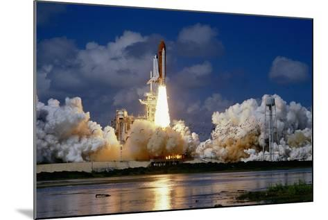 Launch of the Space Shuttle Discovery-Roger Ressmeyer-Mounted Photographic Print