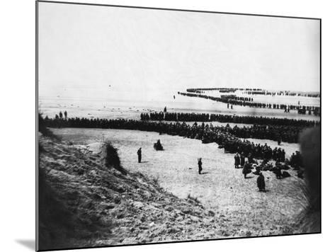 Troops Ready for Evacuation at Dunkirk--Mounted Photographic Print