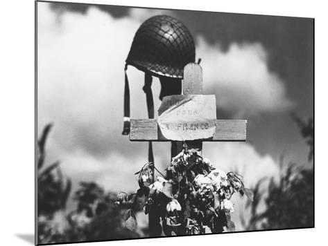 Grave of American Soldier--Mounted Photographic Print