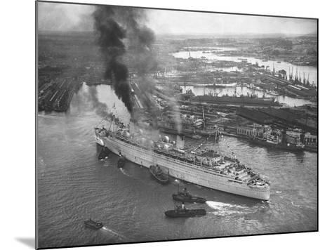 Queen Mary Docks in Southampton--Mounted Photographic Print
