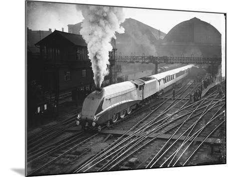 Silver Link Train Leaves King's Cross Station--Mounted Photographic Print