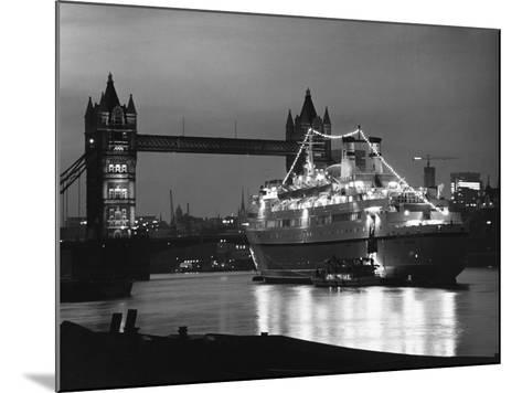 Finnpartner Ferry at Tower Bridge--Mounted Photographic Print