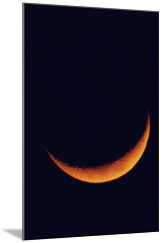 Crescent Moon Setting-Roger Ressmeyer-Mounted Photographic Print