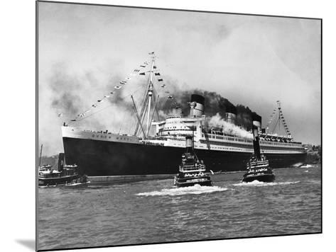 Queen Mary Surrounded--Mounted Photographic Print