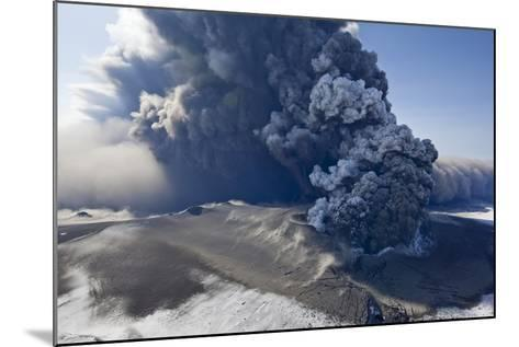 Eyjafjallajokull Volcano Erupting in Iceland-Paul Souders-Mounted Photographic Print