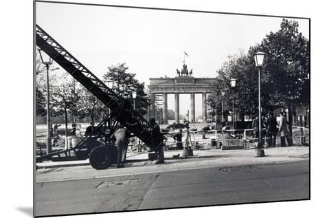 The Berlin Wall, under Construction in August 1961--Mounted Photographic Print
