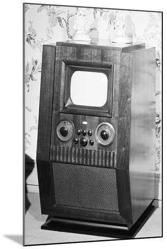 Television Set of the 1940'S--Mounted Photographic Print