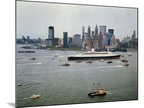 Queen Elizabeth 2 Sailing out of New York Harbor-Maurel-Mounted Photographic Print