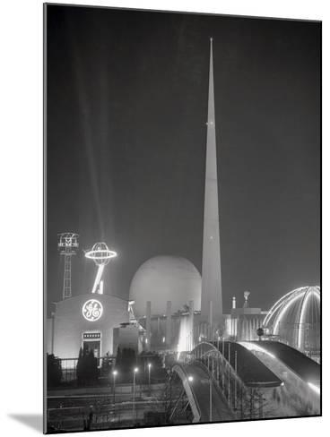 The Trylon and Perisphere--Mounted Photographic Print