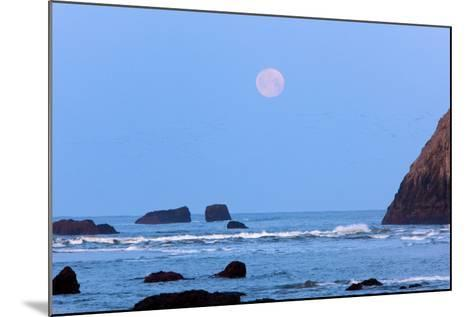 Moon Set over Rock Formations at Low Tide, Bandon Beach, Oregon, USA-Craig Tuttle-Mounted Photographic Print
