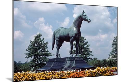Man O' War Racehorse Statue in Kentucky Horse Park, Lexington, Kentucky, Usa, August 1984-Alain Le Garsmeur-Mounted Photographic Print