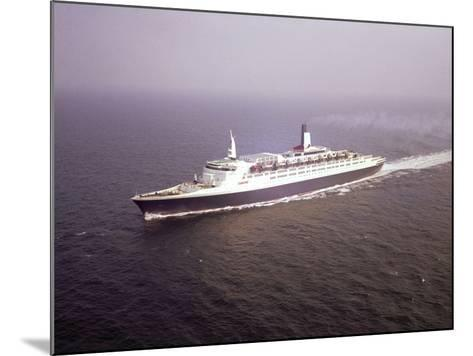The Qe2--Mounted Photographic Print