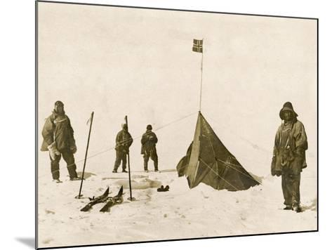 Scott's Team Arrive at the South Pole to Find That Amundsen's Crew Have Beaten Them to It--Mounted Photographic Print
