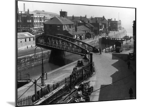 The Entrance Lock of St. Andrew's Dock, Kingston-Upon-Hull, East Yorkshire, England--Mounted Photographic Print