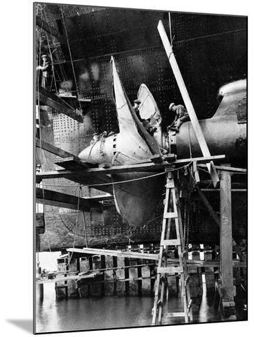 Propellor of R.M.S. Queen Mary, September 1934--Mounted Photographic Print